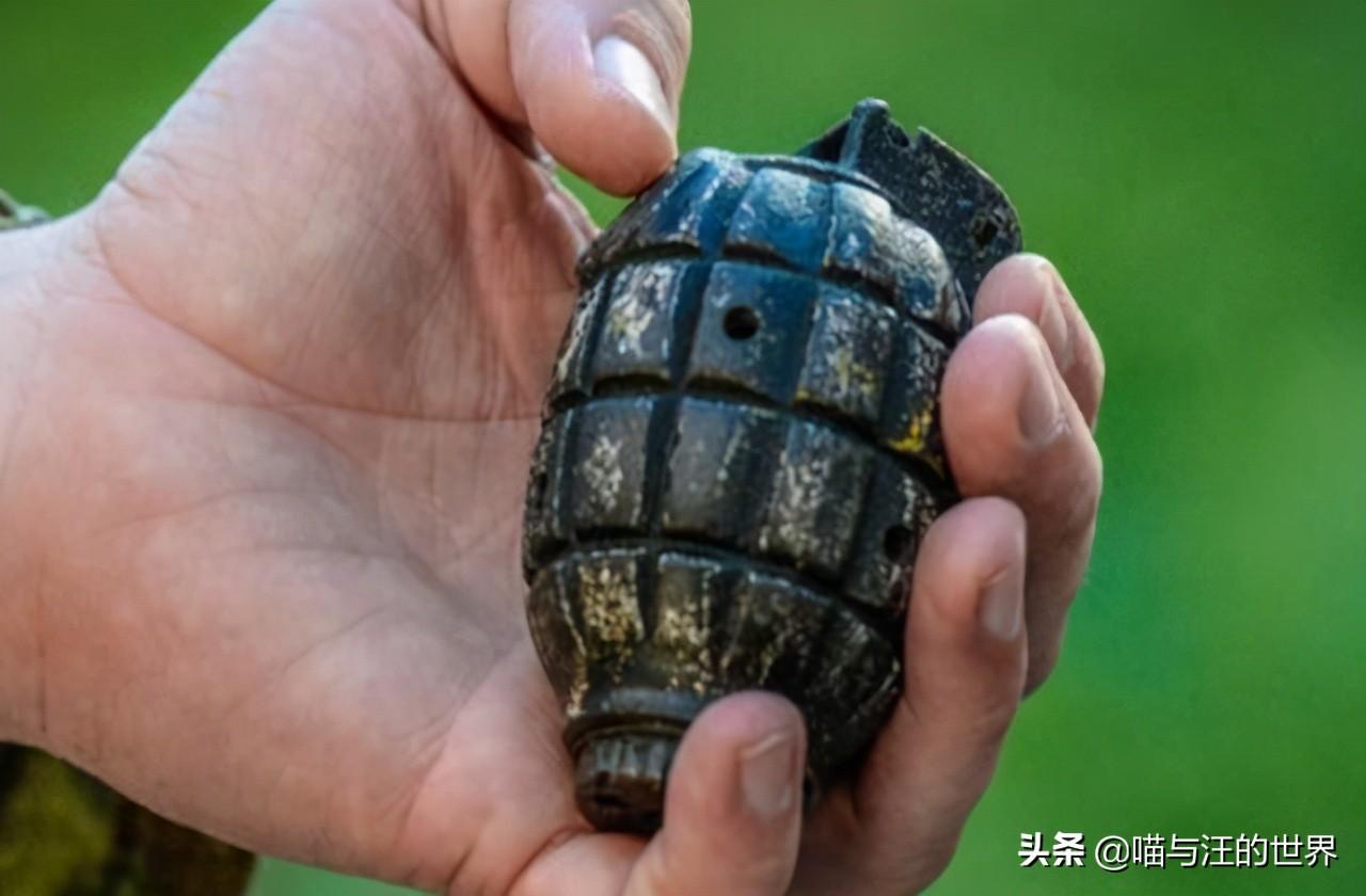 手榴弹爆炸前,用钢盔盖手榴弹身体再压到钢盔上,能保住性命吗?