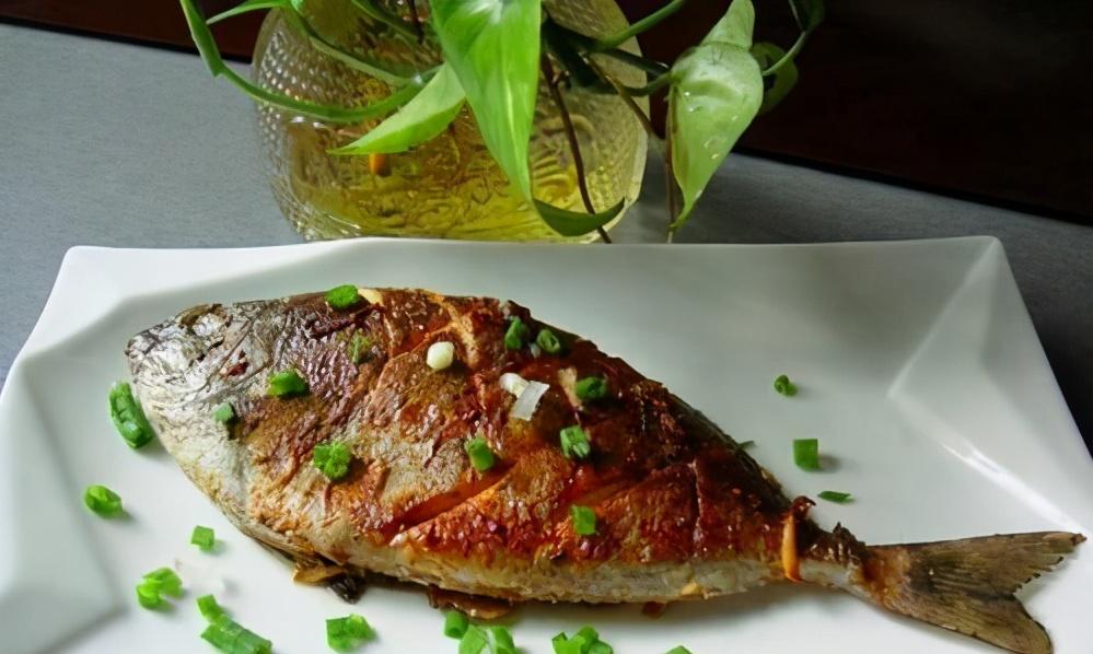 煎出的鱼不破皮不粘锅?很多人都不知道,1个诀窍,让你煎出好鱼 美食做法 第1张