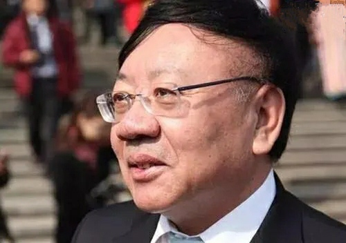 沈阳首富:60岁退休老师再创业,靠卖面包赚了301亿