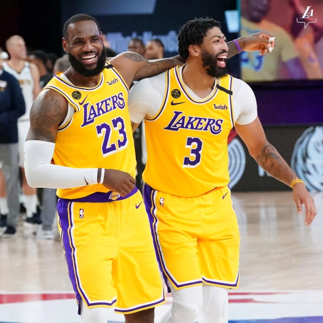 正在直播NBA总决赛:湖人vs热火G1免费看,詹姆斯战旧主