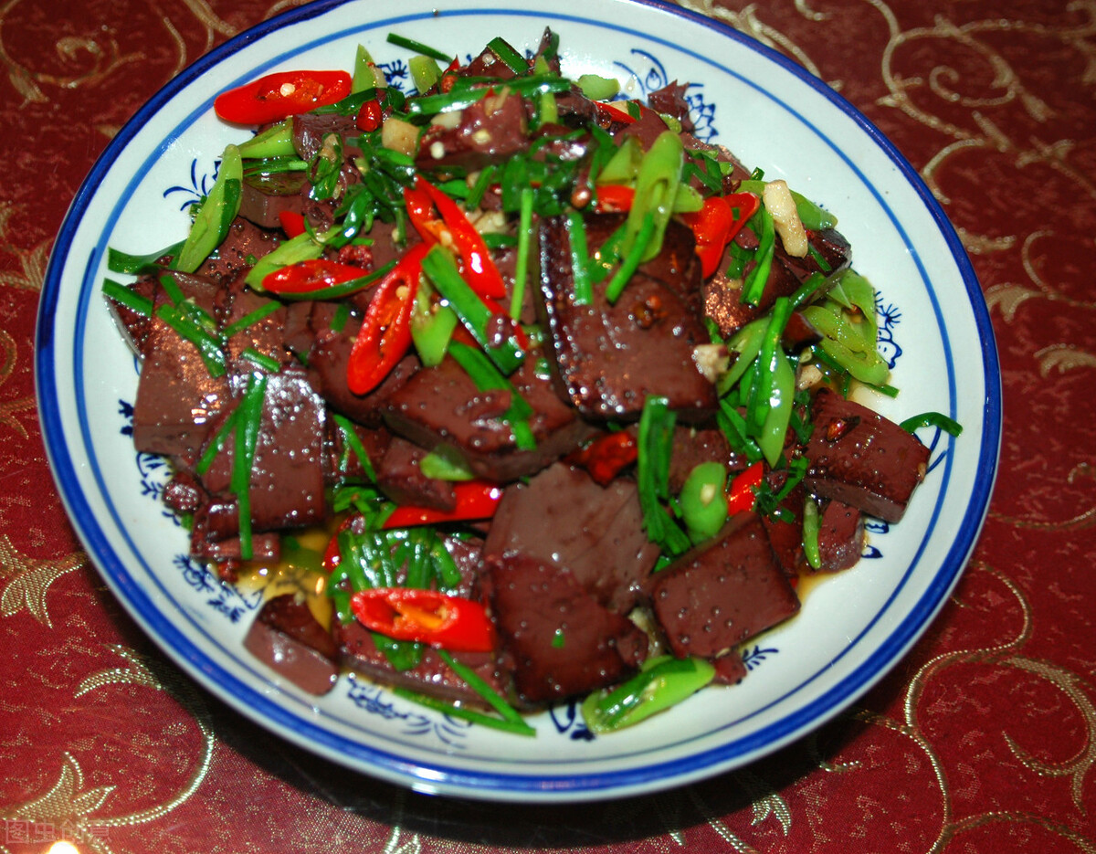 炒猪血时,直接下锅是大错,多做1步,猪血嫩滑入味,不易碎 美食做法 第6张