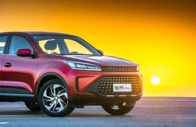 年輕品牌造年輕人的車!這款SUV全系不到10萬,但還挺有料?