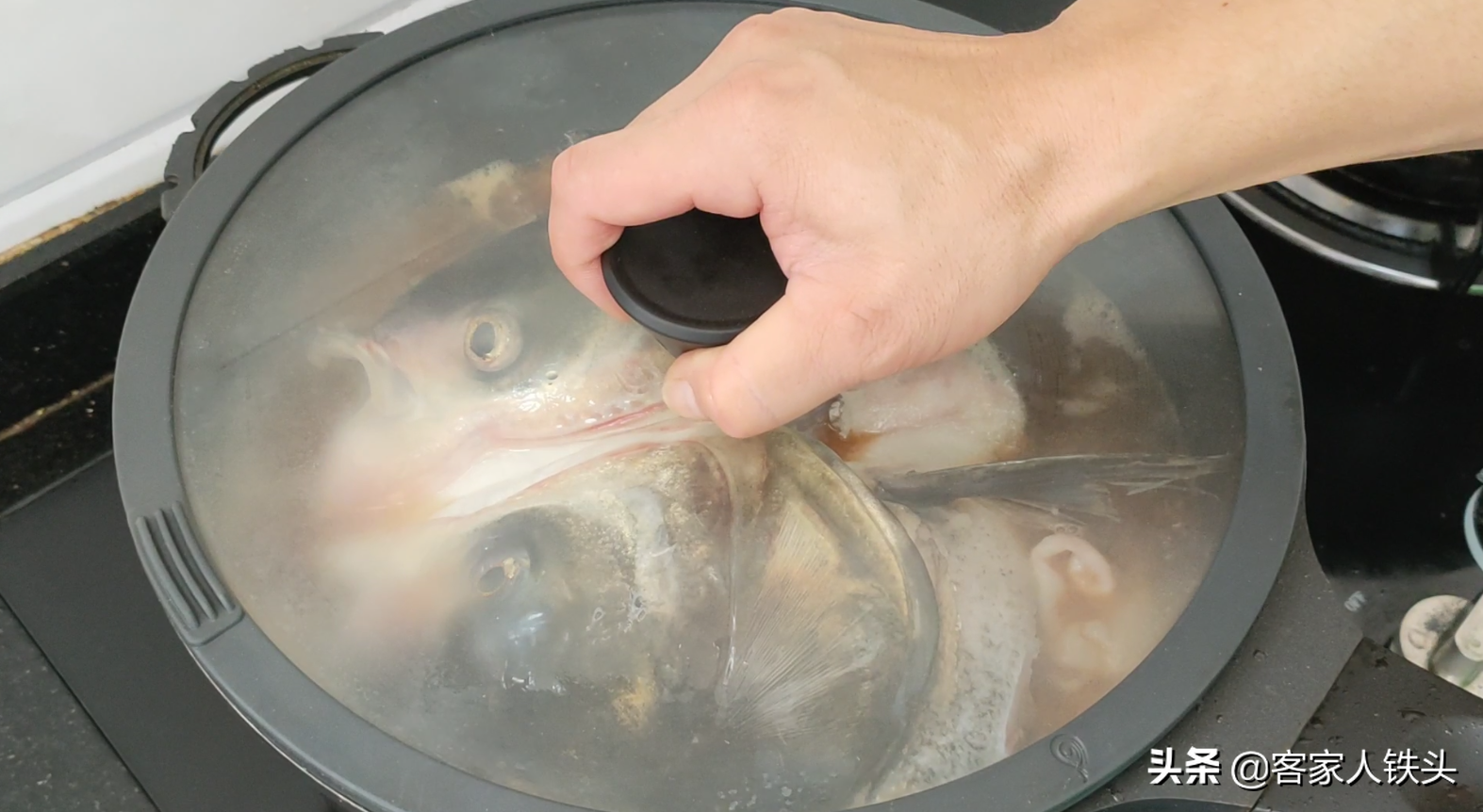 魚頭別下鍋煎了,加1塊肉這樣做,鮮香嫩滑又好吃,沒有一點腥味