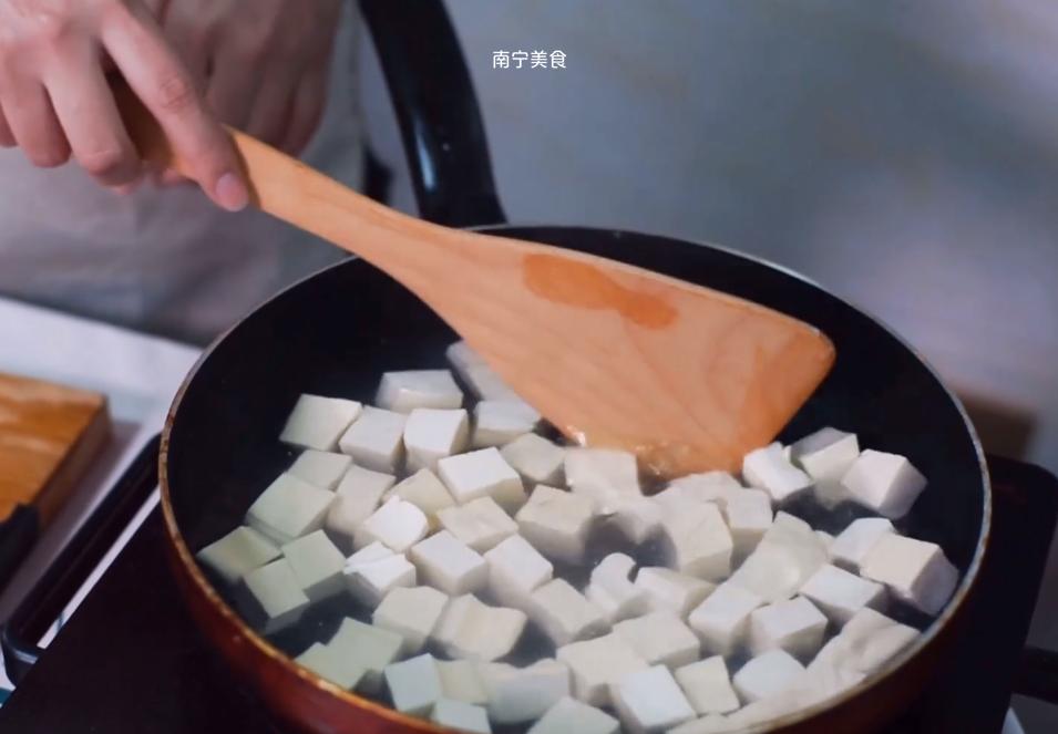 麻婆豆腐怎么烧才入味?四川大姐教我一招,豆腐烧出来入味又滑嫩