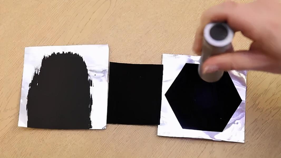 """大佬把價值200萬美元的鉆石涂上最黑涂料,憑空""""消失""""了?"""