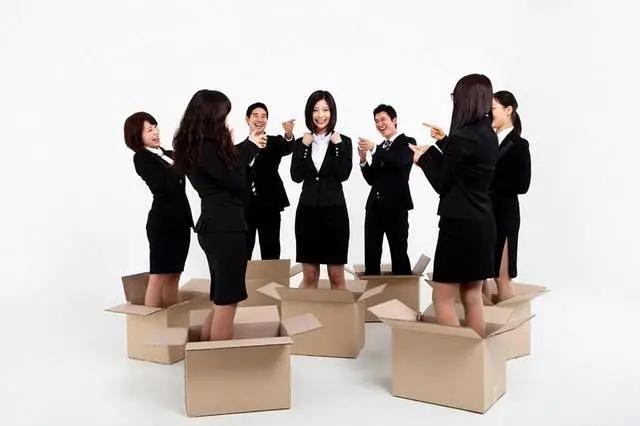 職場中不抱團就站不住腳嗎?