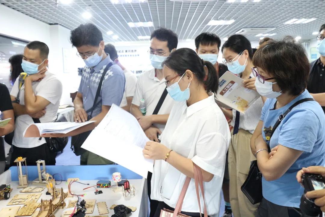 热烈祝贺中山市中小学人工智能创新教育骨干教师研修班顺利开班