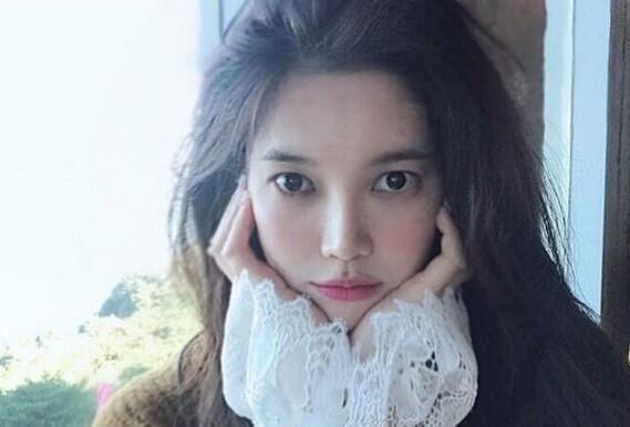 韩女演员被极端粉丝纠缠,跟踪威胁嘲讽一样不少,被拘留立马认怂