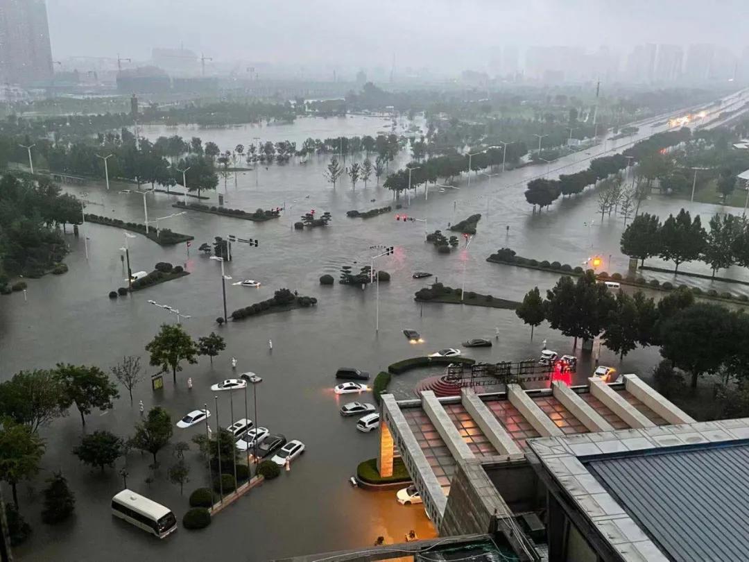 新乡遭遇极强降雨 47万余人受灾 河南多地暴雨红色预警