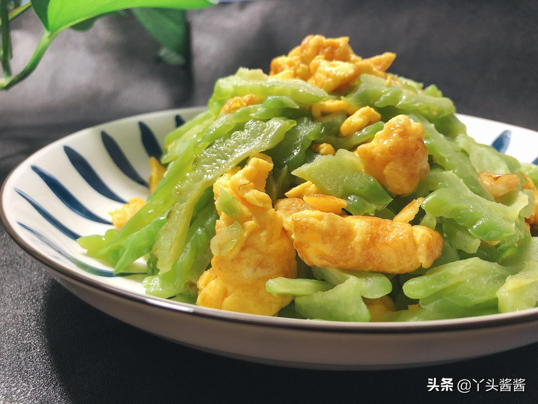 炒苦瓜时,用盐腌制去苦味就错了,苦瓜清脆亮绿不苦 美食做法 第21张