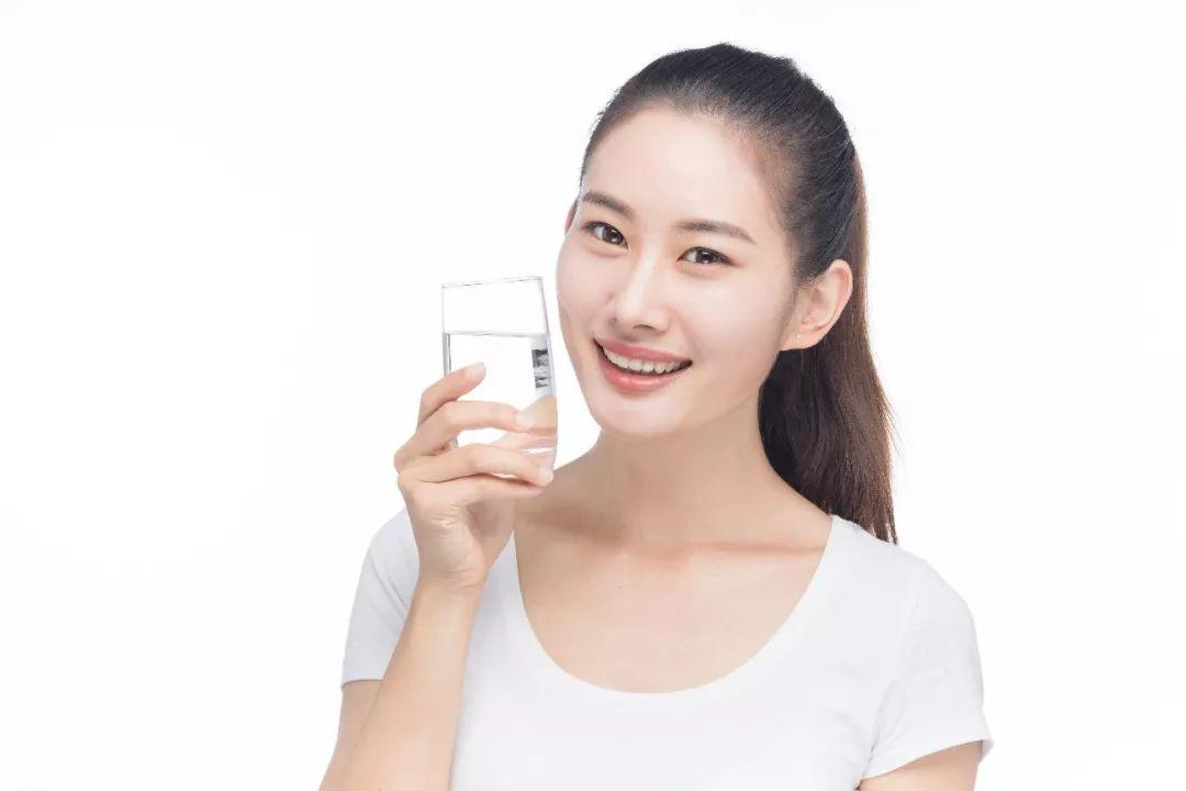 同樣是喝水! 有的人越喝越健康,有的人卻喝出一身病! 原因在這