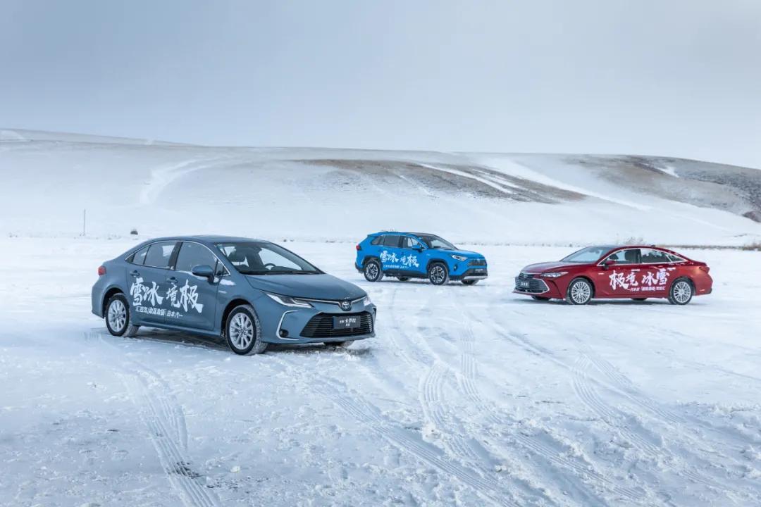 在零下30度的结冰湖面上开着双擎体验F1赛道是种什么感觉?