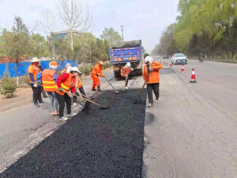 甘肃崆峒公路段扎实开展油路修补工作
