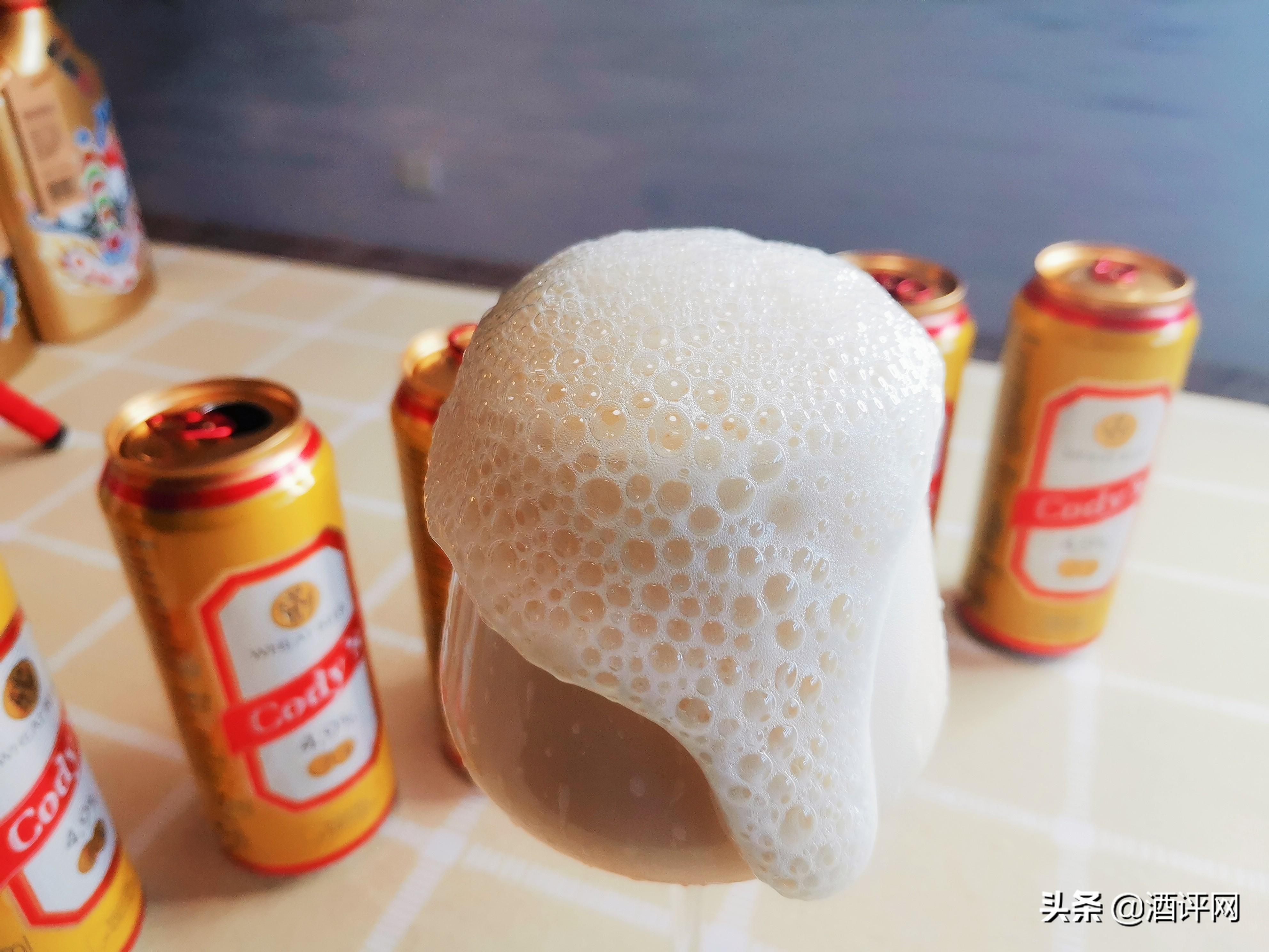 喝啤酒还在对瓶吹吗?快停下,别再糟蹋啤酒了