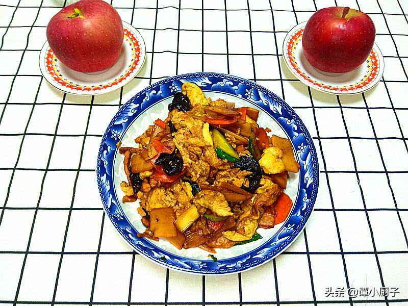 这是道传统鲁菜,山东16个地市的做法都不相同,淄博这样做,真香