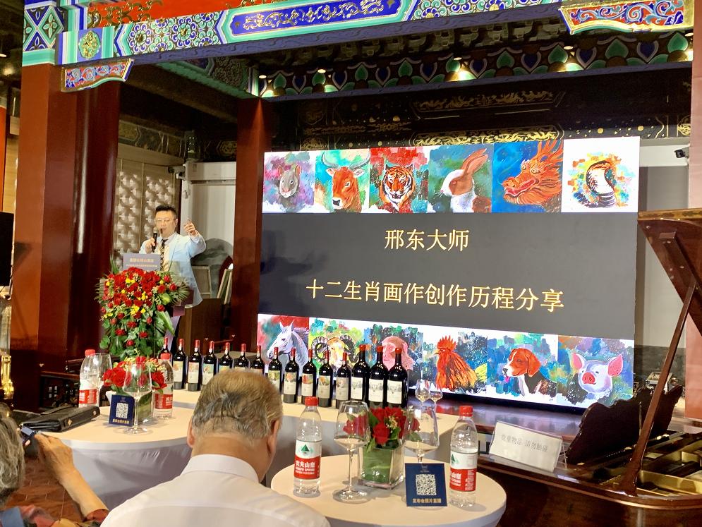 才创世界纪录,邢东又绘波尔多酒标生辉