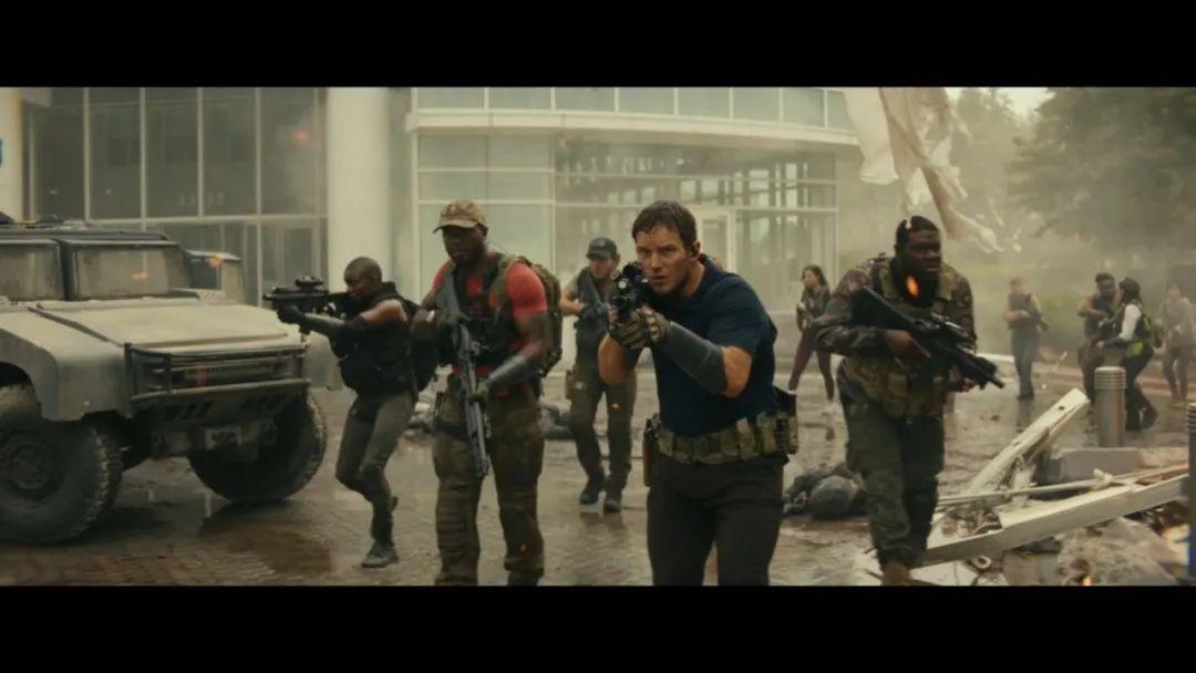 《明日之战》是一部合格的爆米花电影 该傻的傻 该炸的炸 够了