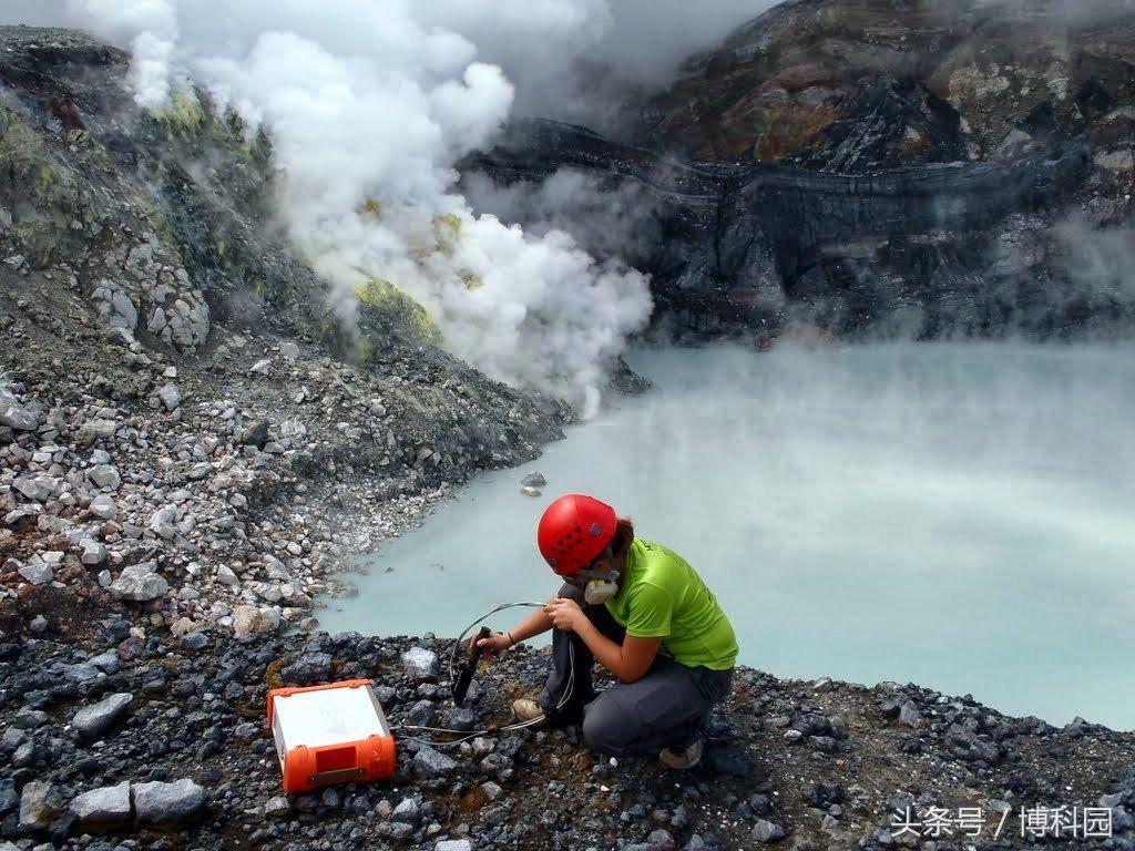 有毒火山湖的微生物可以为火星上的生命提供线索