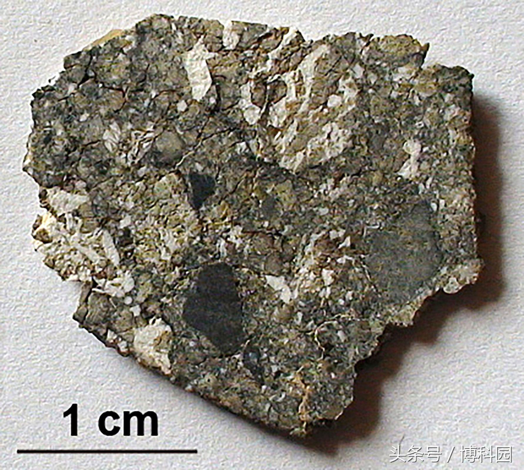 月球陨石上的矿物表明月球上曾经有水