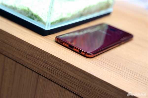 三星Galaxy S轻奢主义版:5.8寸曲屏单手模式无工作压力