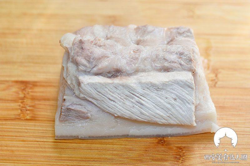 五花肉这样炒,简直太香了,一锅米饭都不够吃 美食做法 第7张