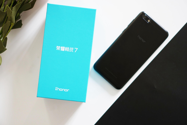 这也许是最划算的全屏手机,荣耀畅玩7评述