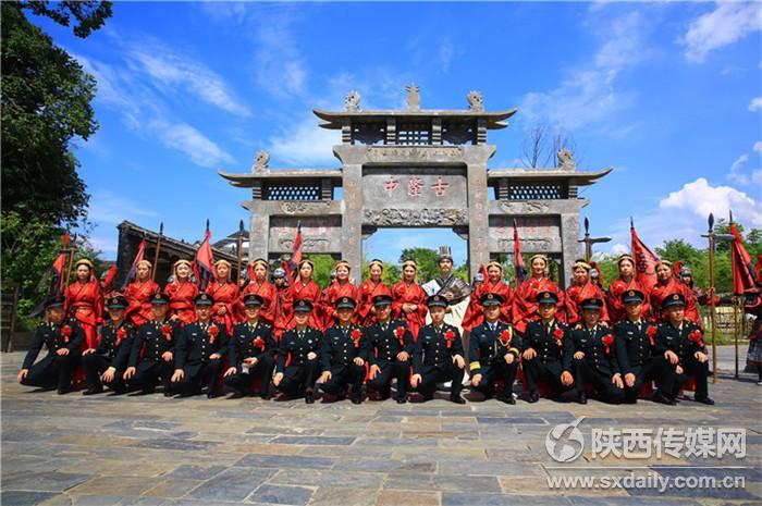 火箭军101对新人共聚红色教育基地勉县武侯祠汲取强军正能量