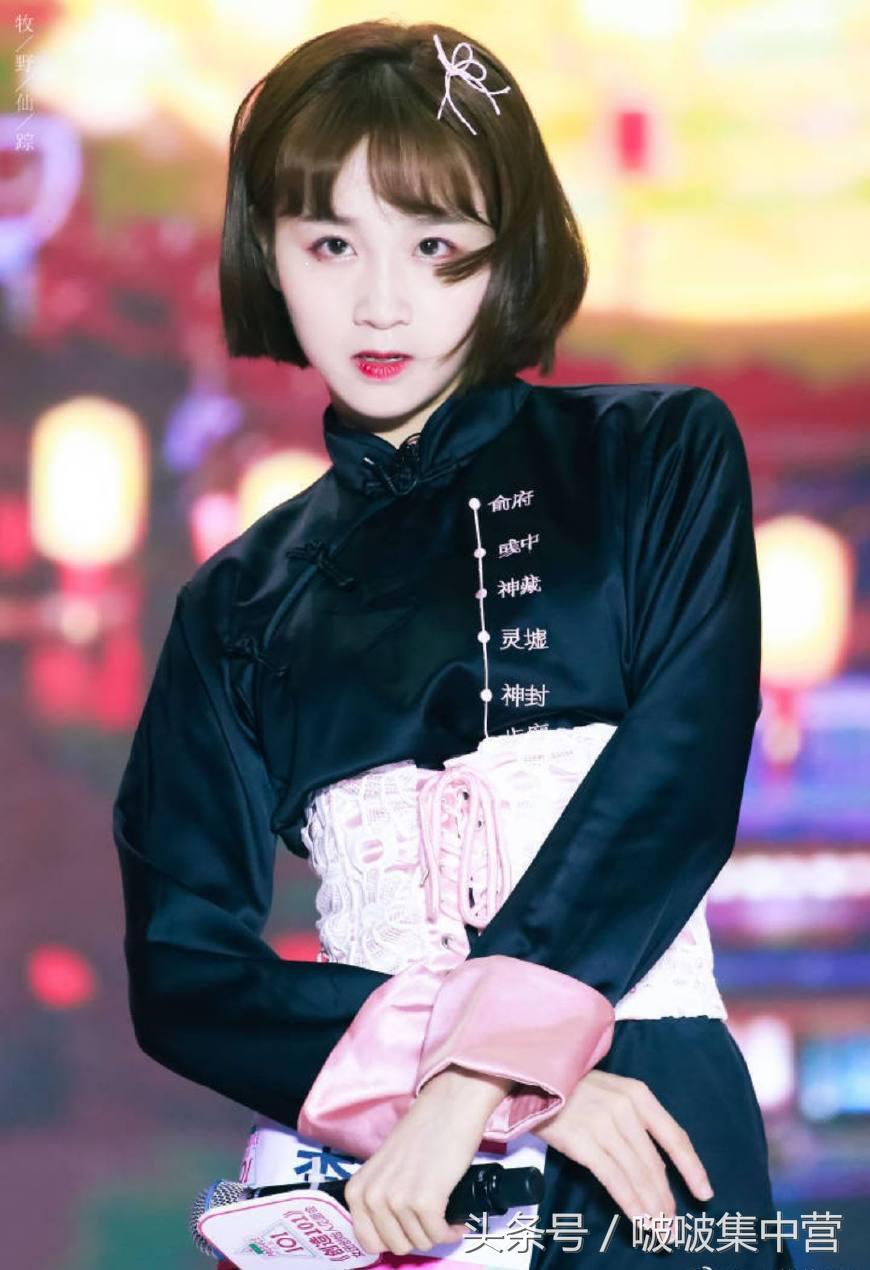 张雪迎和李子璇参加《高能少年团》最后一期的录制,两位都美呆了