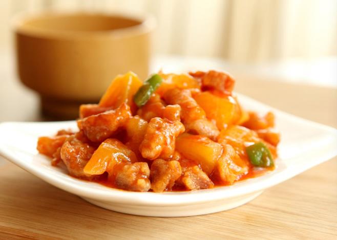 菠萝古老肉正宗的做法肉块一定要这样炸做出来的才会酥脆
