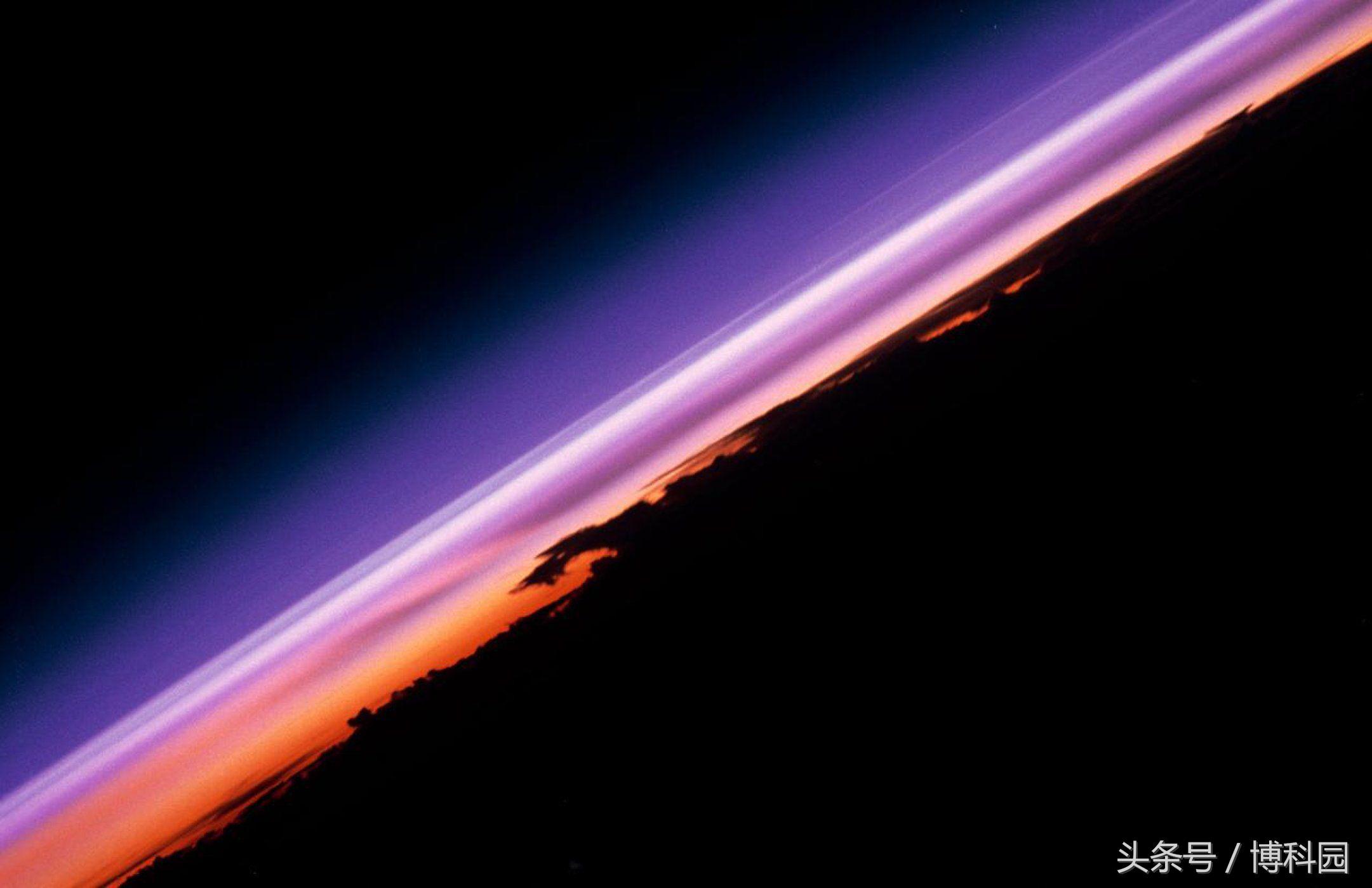 """太空的边缘离地球只有12英里?我感觉都能""""摸""""到了"""