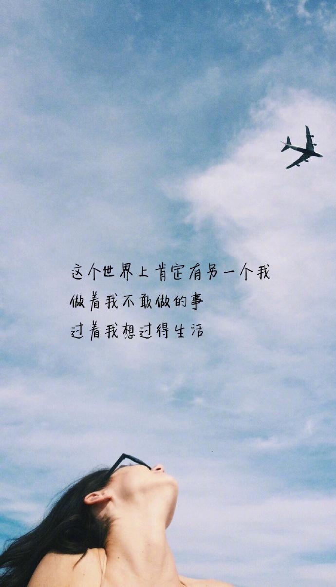 适合发朋友圈超酷的句子,离开我的人,只能微笑说一句 '恕不远送'