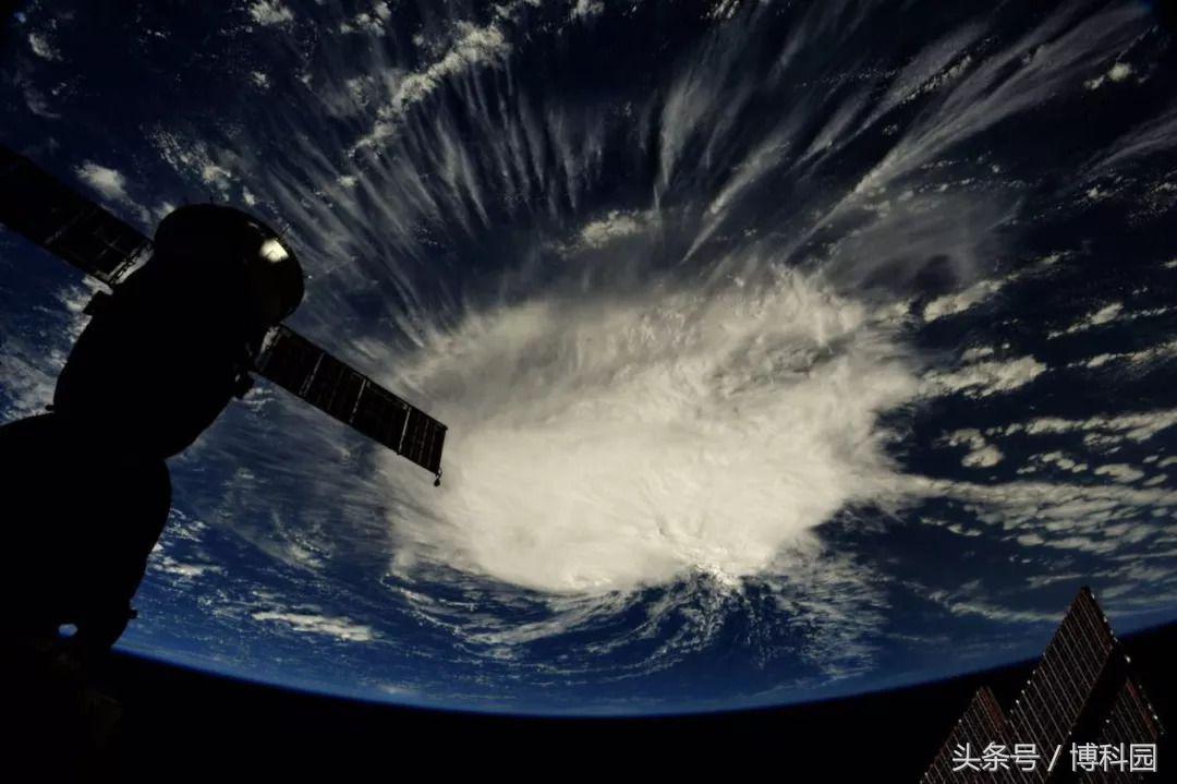 弗洛伦斯飓风在太空看起来像一个巨大棉球