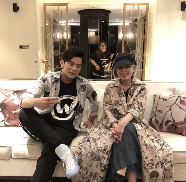 周杰伦提前为妈妈叶惠美庆生 他的孝顺不是用钱而是用心!