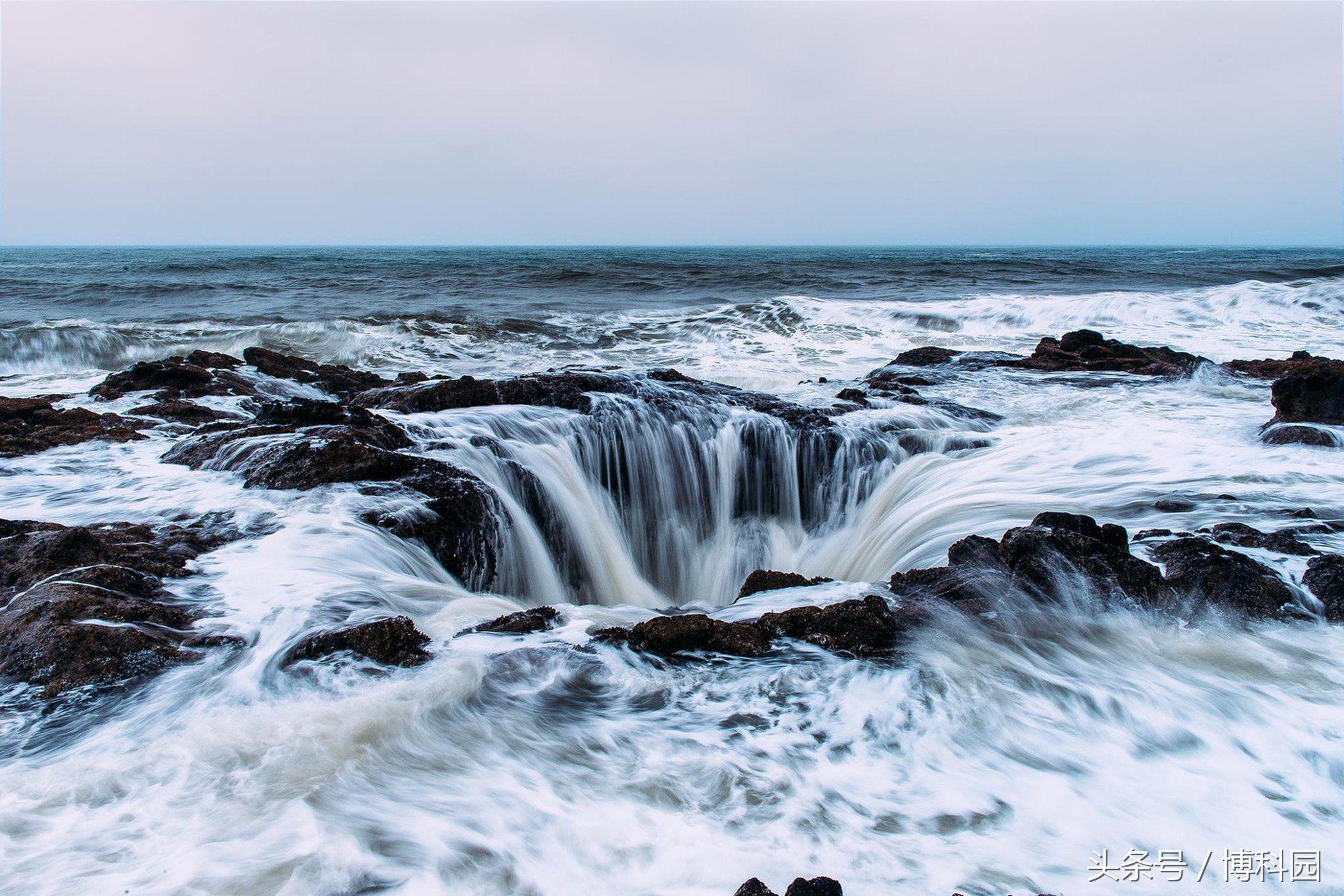"""""""雷神之井""""似乎难以置信的将海洋吸进了地下世界"""