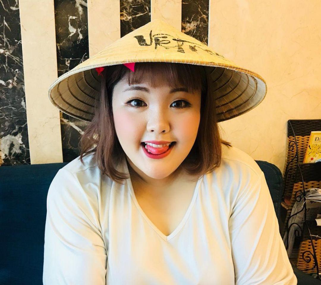 没有高颜值和优雅吃相,这个大口吃肉的韩国吃播妹子,依然吸粉无数