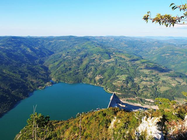 在塞尔维亚旅行,住进山区农民家,才发现他们的生活水准非常高