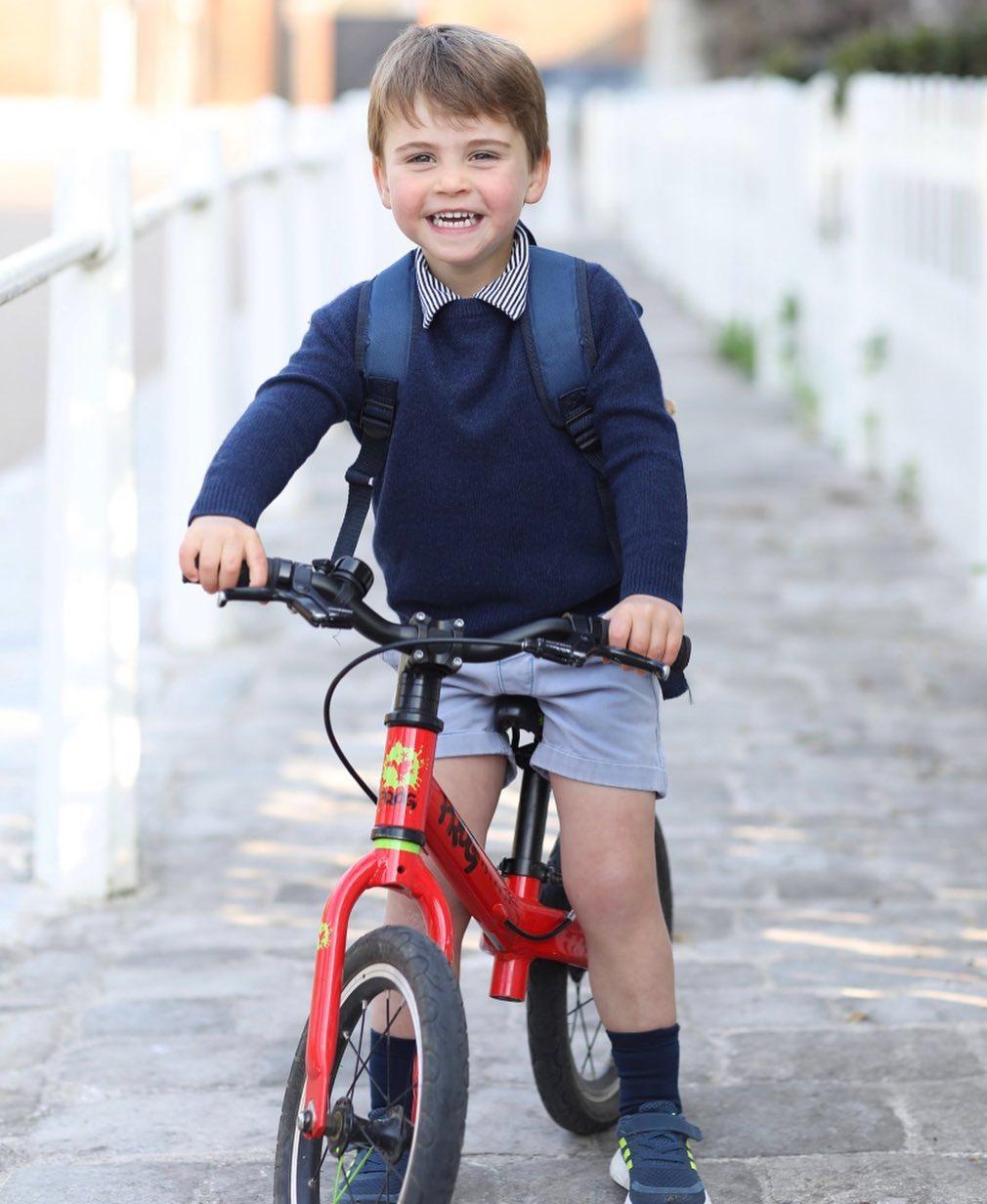 乔治王子8岁生日,牙齿错落太像戴安娜弟弟,巧妙致敬菲利普亲王