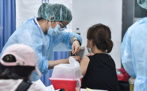 """台疫情黑幕續曝光! 蔡當局早決定疫苗不做三期試驗,""""蓋牌""""一年"""