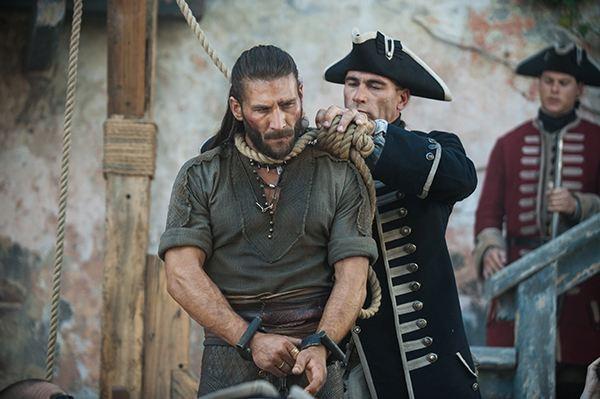 高分而小众的美剧《黑帆》:传奇海盗们的生存抗争史诗