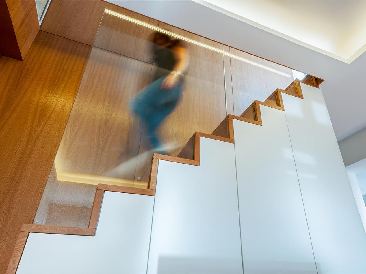 146㎡頂復式,上下2層住五口人,實景高級,樓梯還能當電視墻