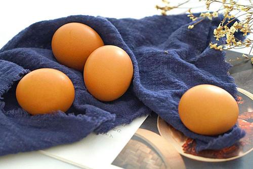 白水煮鸡蛋,最忌直接下锅,80岁奶奶教我这3招,鸡蛋久煮都不烂 美食做法 第2张