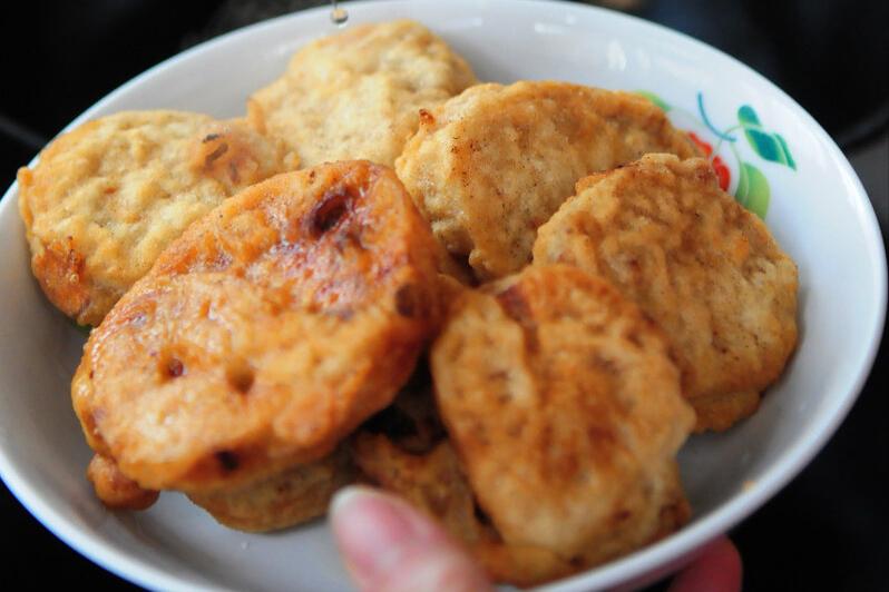 炸藕盒,用淀粉还是面粉?大厨教你挂糊技巧,又香又脆不油腻 美食做法 第3张