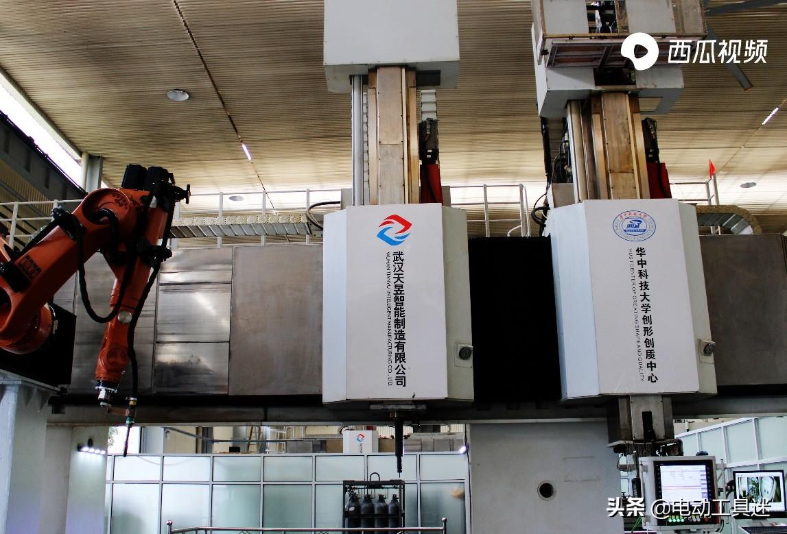 中国高端数控机床重大进展,世界首台微铸锻铣装备下线,突破真难