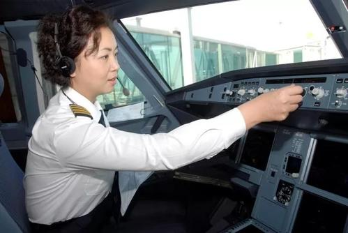 """""""王牌飞行员""""刘宇环:南航史上首位女机长,谁说女子不如男"""