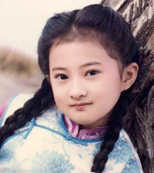 """""""国民闺女""""金铭,9岁红遍全国、18岁考上北大,如今怎么样了?"""