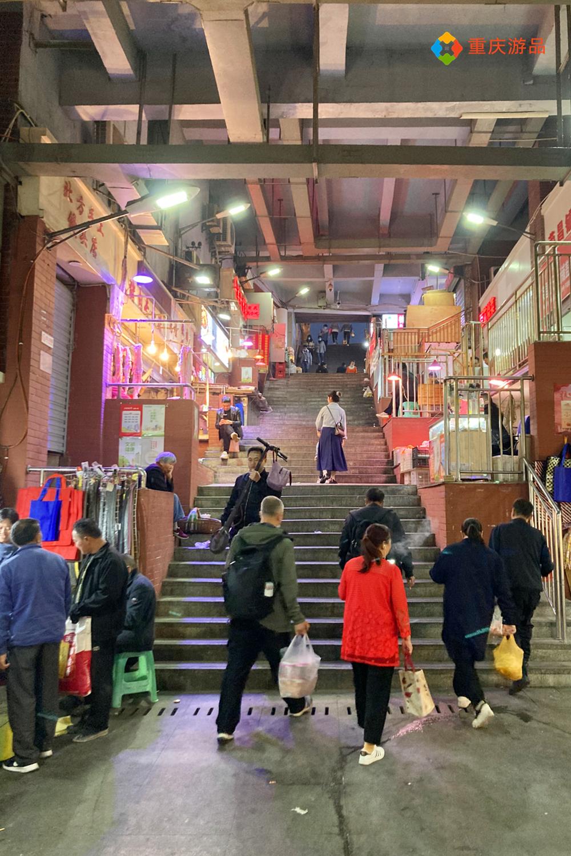 来重庆旅游该穿什么?一年四季随机播放,短袖和羽绒服都得带上