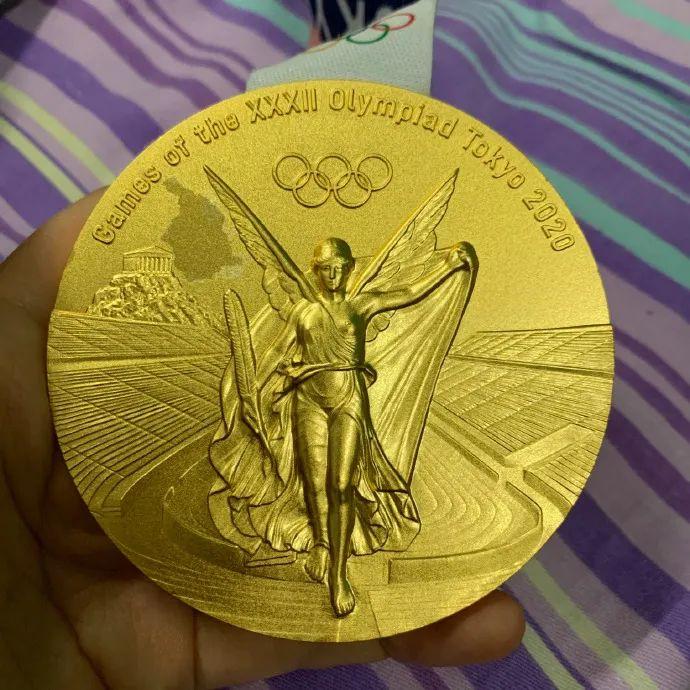 """东京奥运会刚结束,金牌就连续掉皮成""""银牌""""!真是垃圾……"""