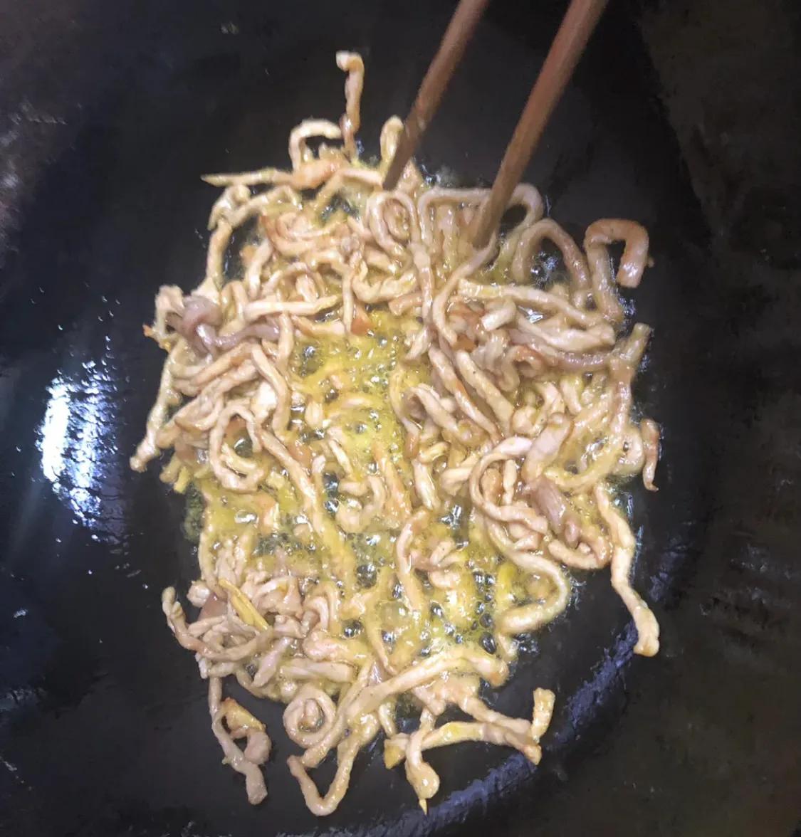 家常菜:青椒炒肉 美食做法 第6张