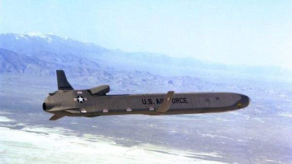 """20分钟就能拜访美国,优雅的""""白天鹅""""——图160战略轰炸机"""
