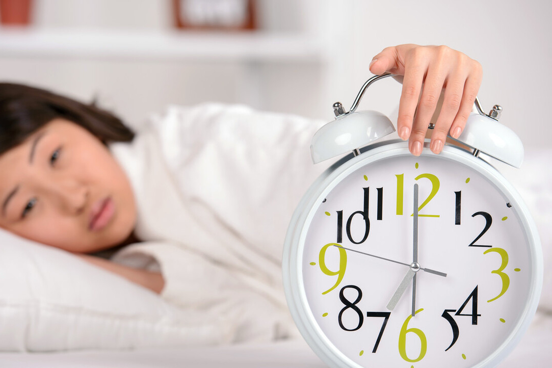 經常3、4點醒來,很難再入睡? 醫生:或是4種病,建議儘早排查